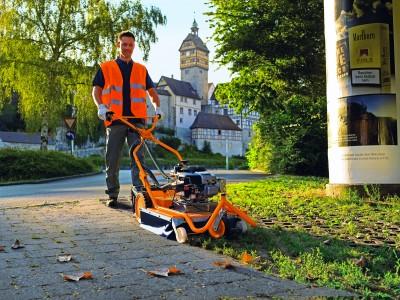 AS Wildkrautbürste zur Entfernung von Unkraut auf Wegen und Plätzen bei Julmi Porta Westfalica kaufen